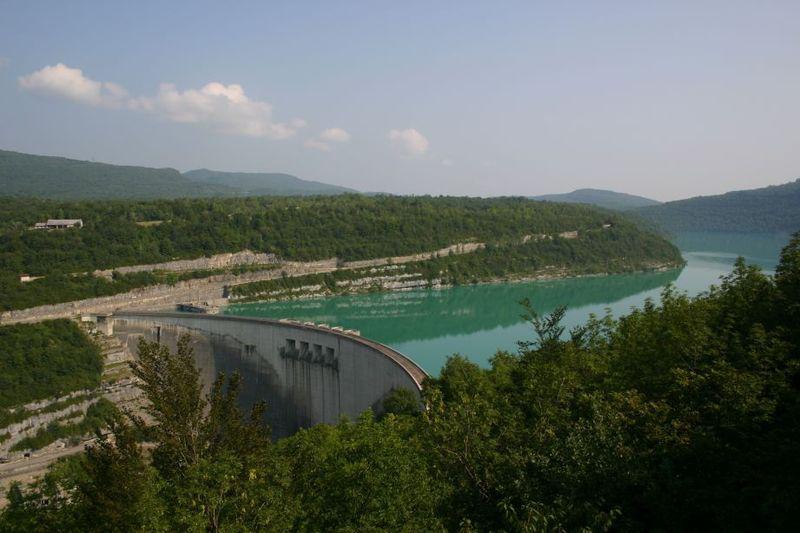 Le barrage de vouglans 3 me lac artificiel de france l 39 energeek - Barrage de l odeur ...