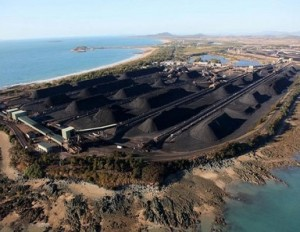 Stockpiles of coal at the Hay Point coal terminal, Queensland, Australia - ©© Greenpeace  Hamilton