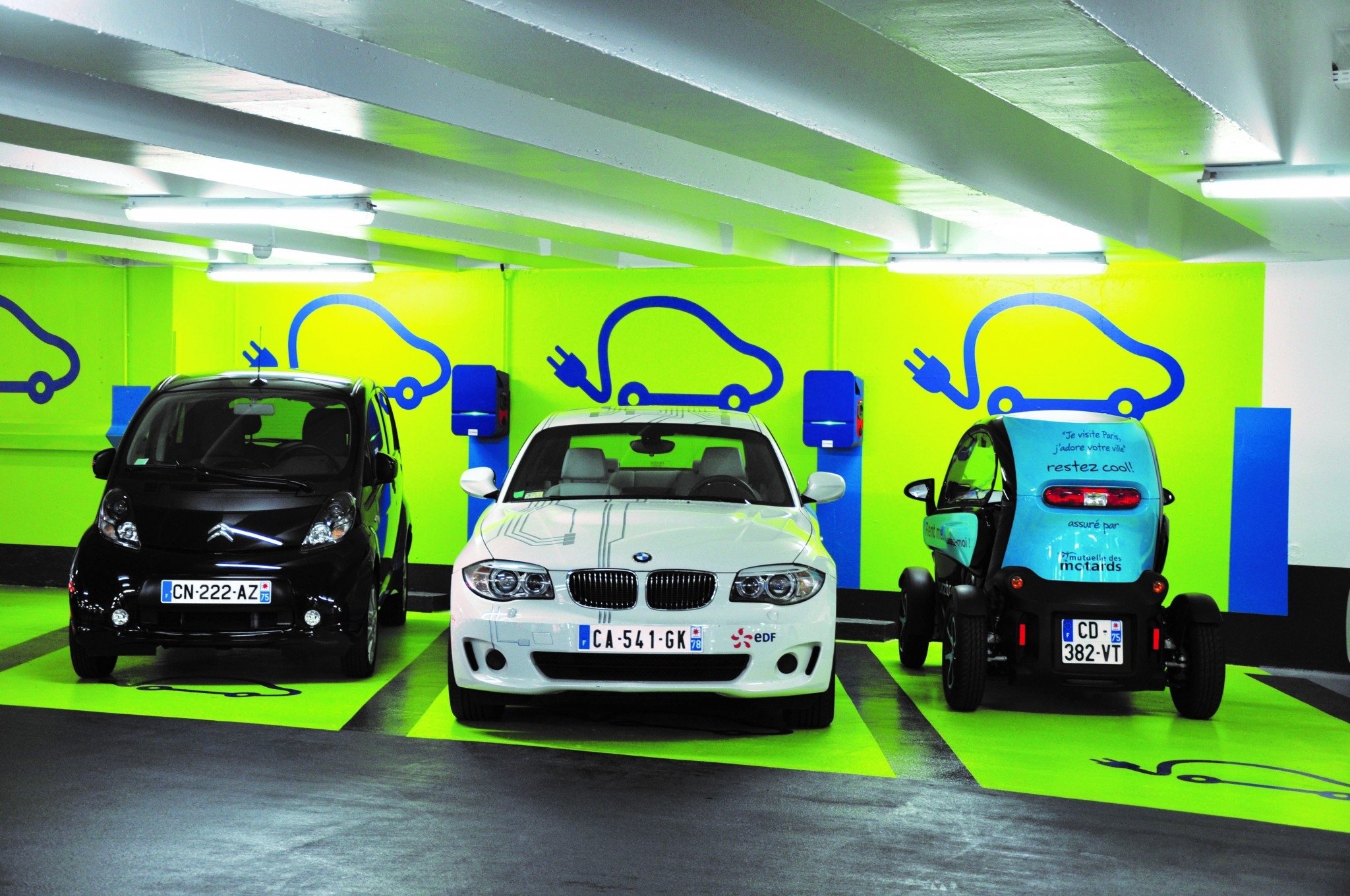 voiture_electriques_bornes_recharge_parking