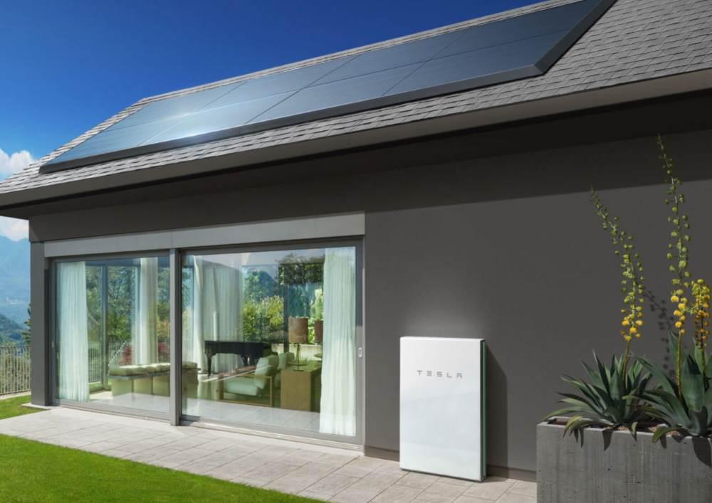 panneaux photovolta ques tesla mise sur des modules discrets et l gants l 39 energeek. Black Bedroom Furniture Sets. Home Design Ideas