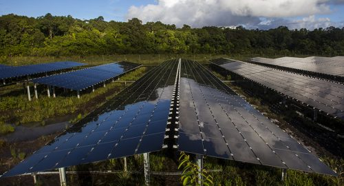 centrale_solaire_stockage_toucan_guyane