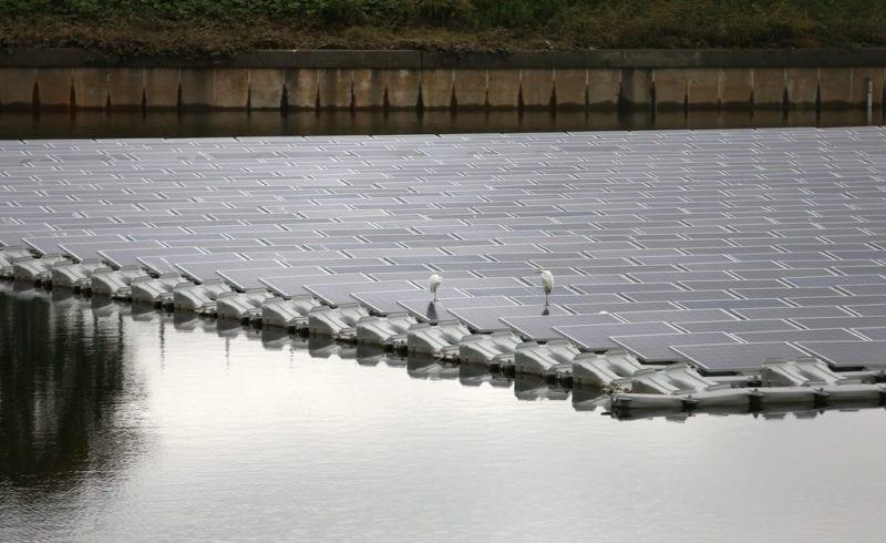 chine-centrale-solaire-flottante