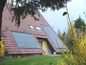 panneaux_solaire_toit_photo_wikimedia_commons_f5zv