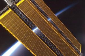 Earth_horizon_and_International_Space_Station_solar_panel_array