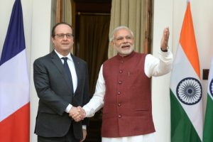 845874-le-premier-ministre-indien-narendra-modi-d-et-le-president-francois-hollande-le-25-janvier-2016-a-ne