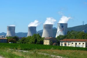 centrale_nucleaire_eolienne