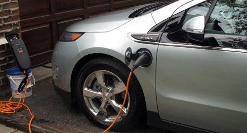 voiture-electrique-recharge-domestique