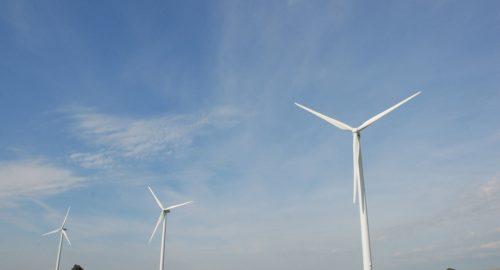critiquee executif filiere eolienne defend - L'Energeek