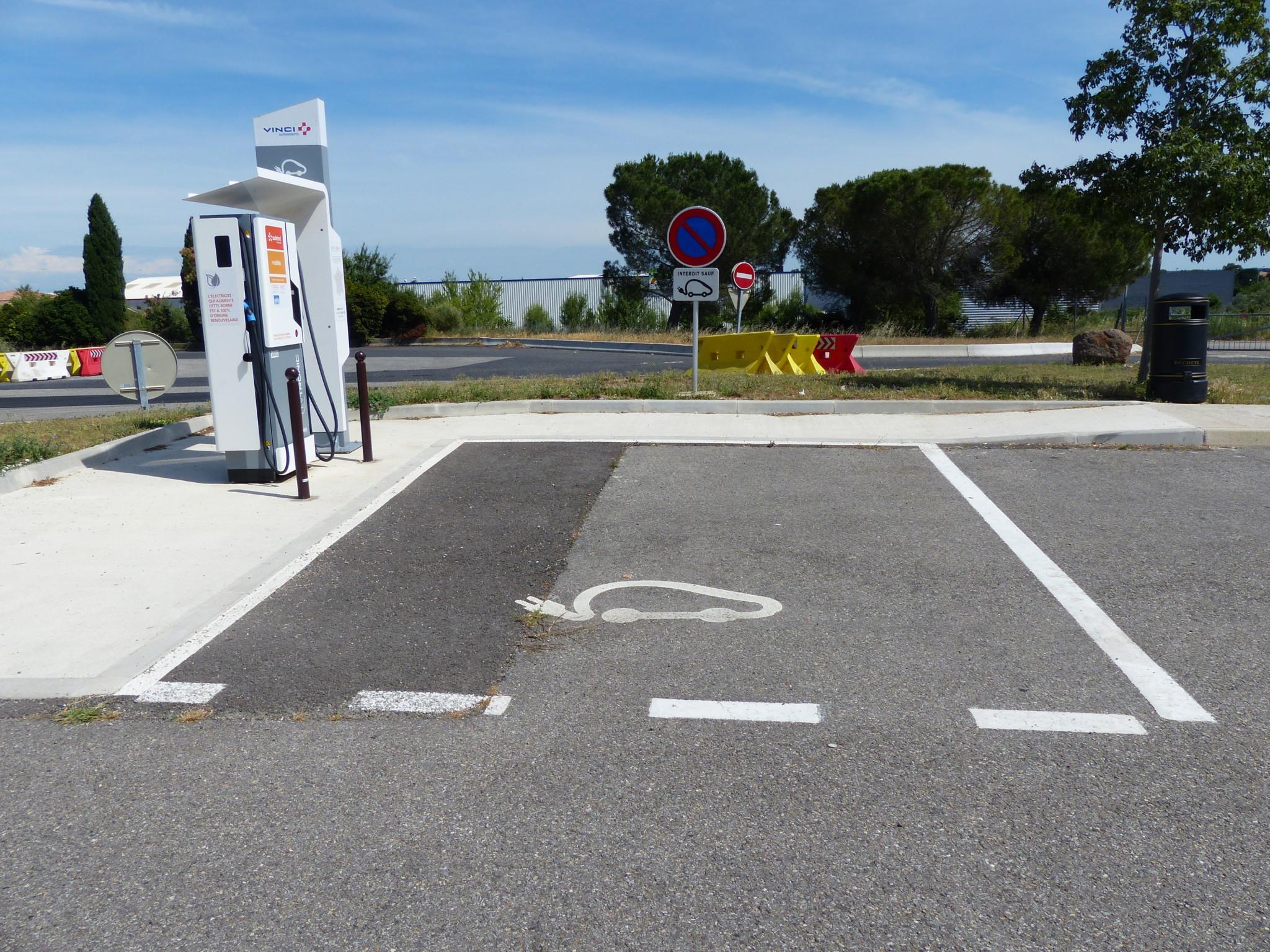 bornes recharge rapide aires autoroute 2023 - L'Energeek