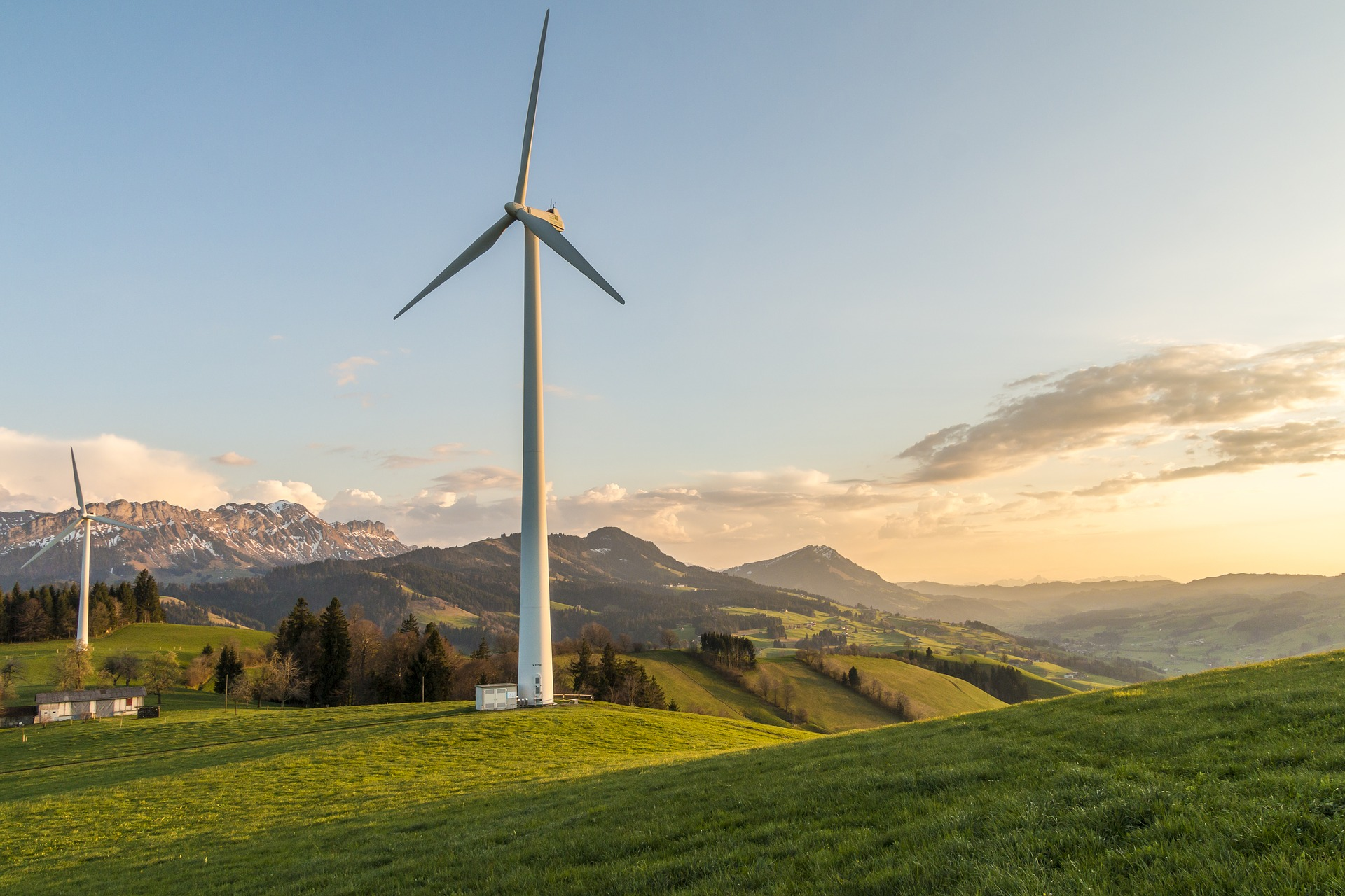 suisse eoliennes panneaux photovoltaiques alpes - L'Energeek.jpg