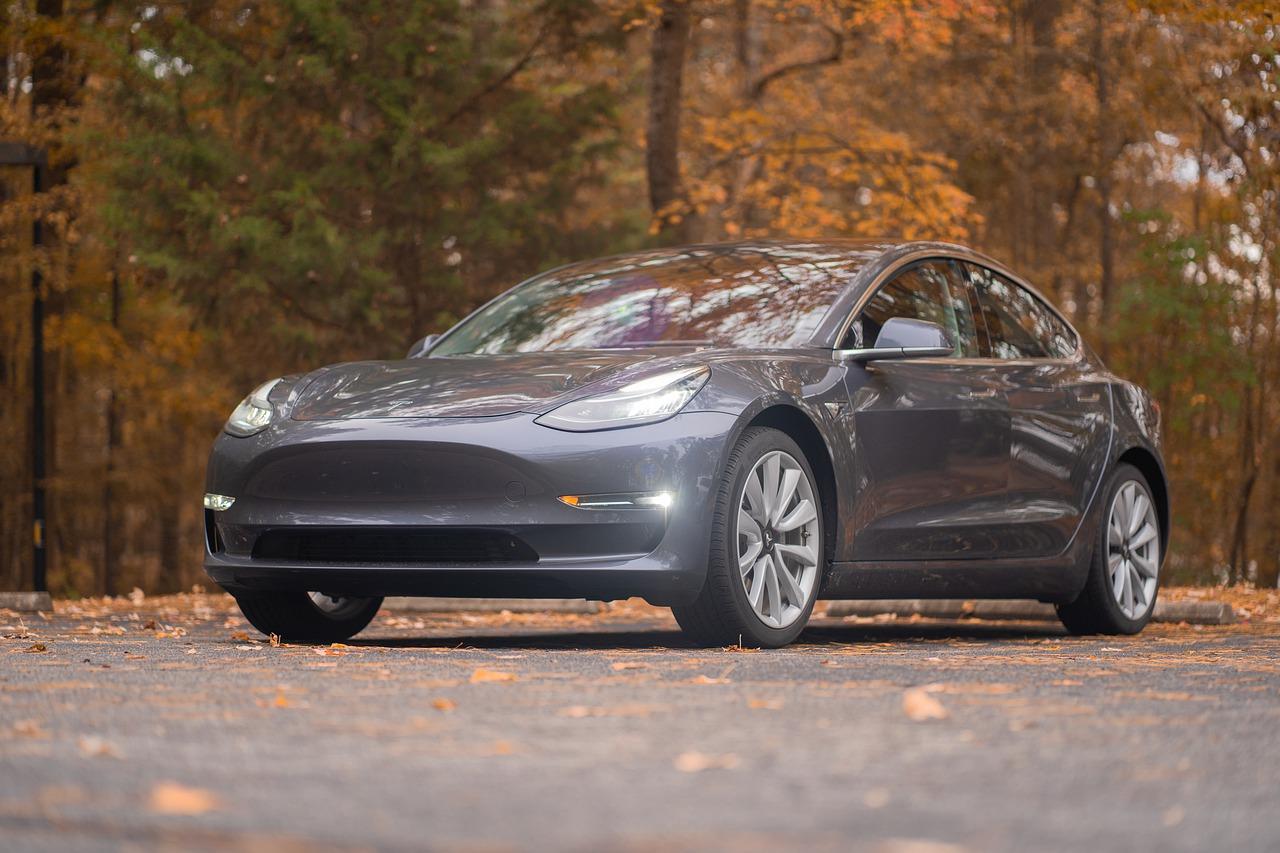 Tesla conforte sa place sur le marché des voitures électriques