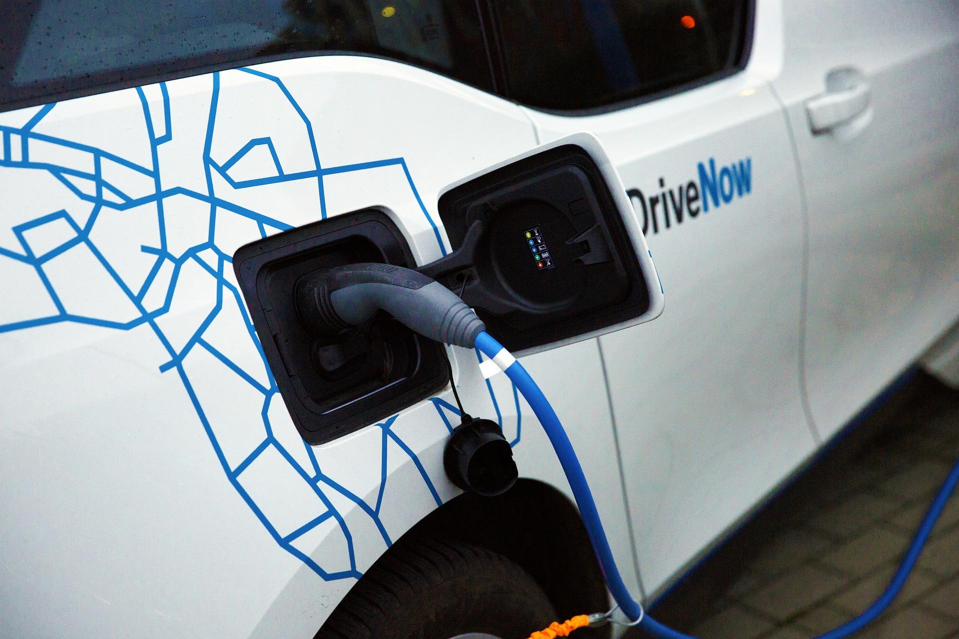 etats-unis joe biden cap voiture electrique sans tesla - L'Energeek